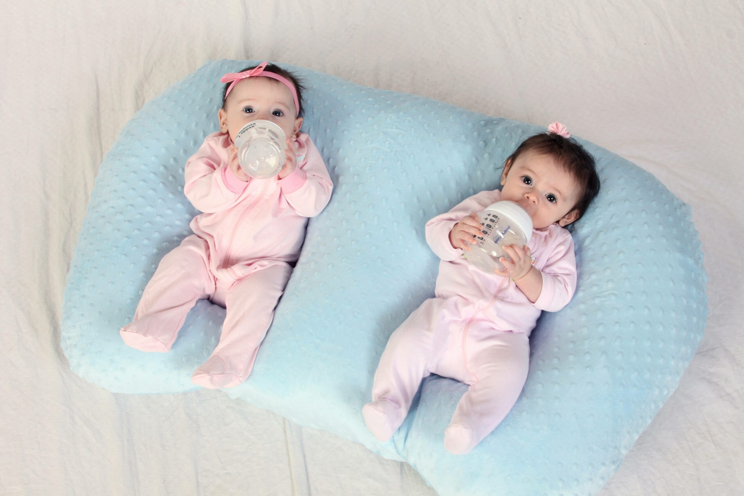 twins in twin z pillow