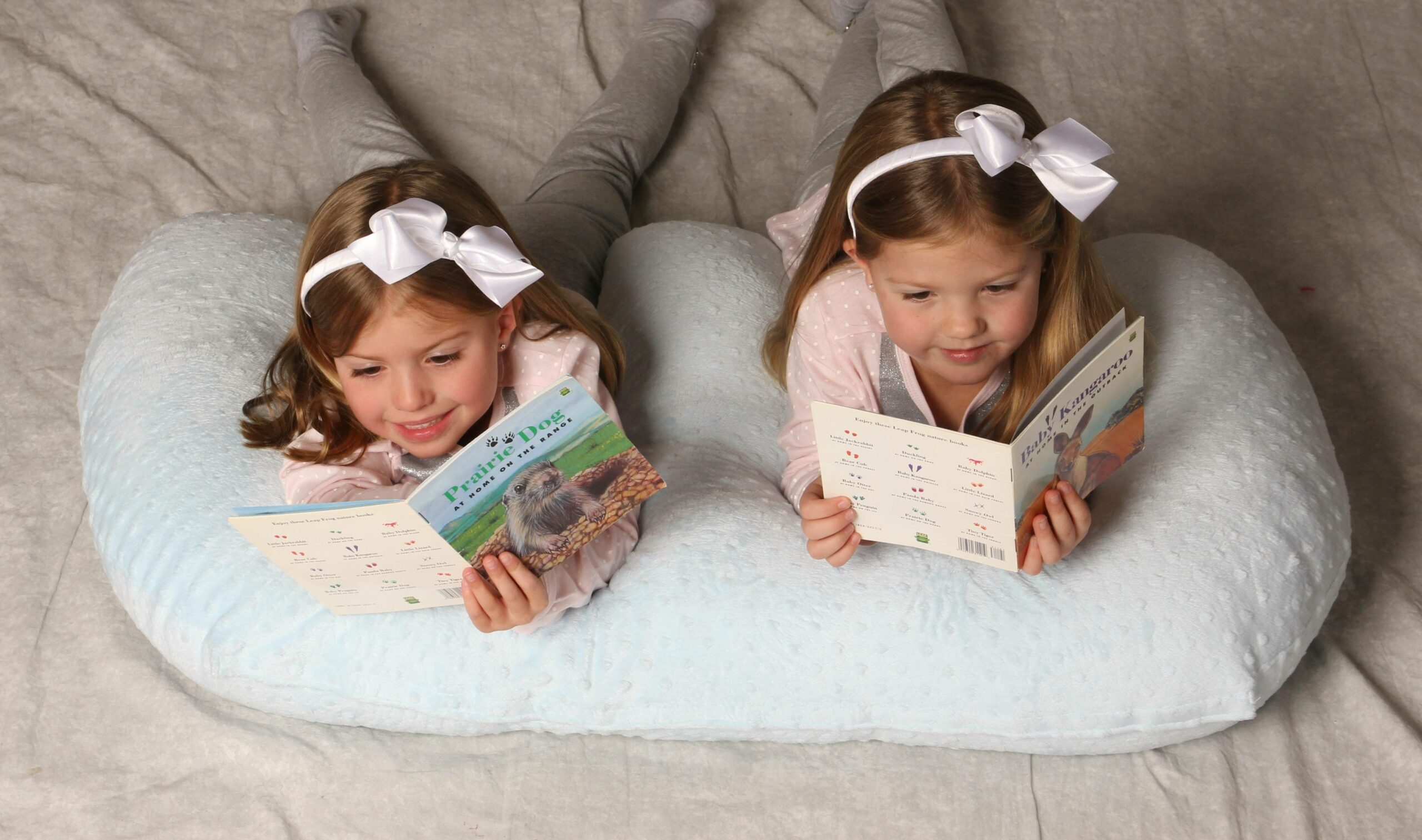 toddlers in twin z pillow