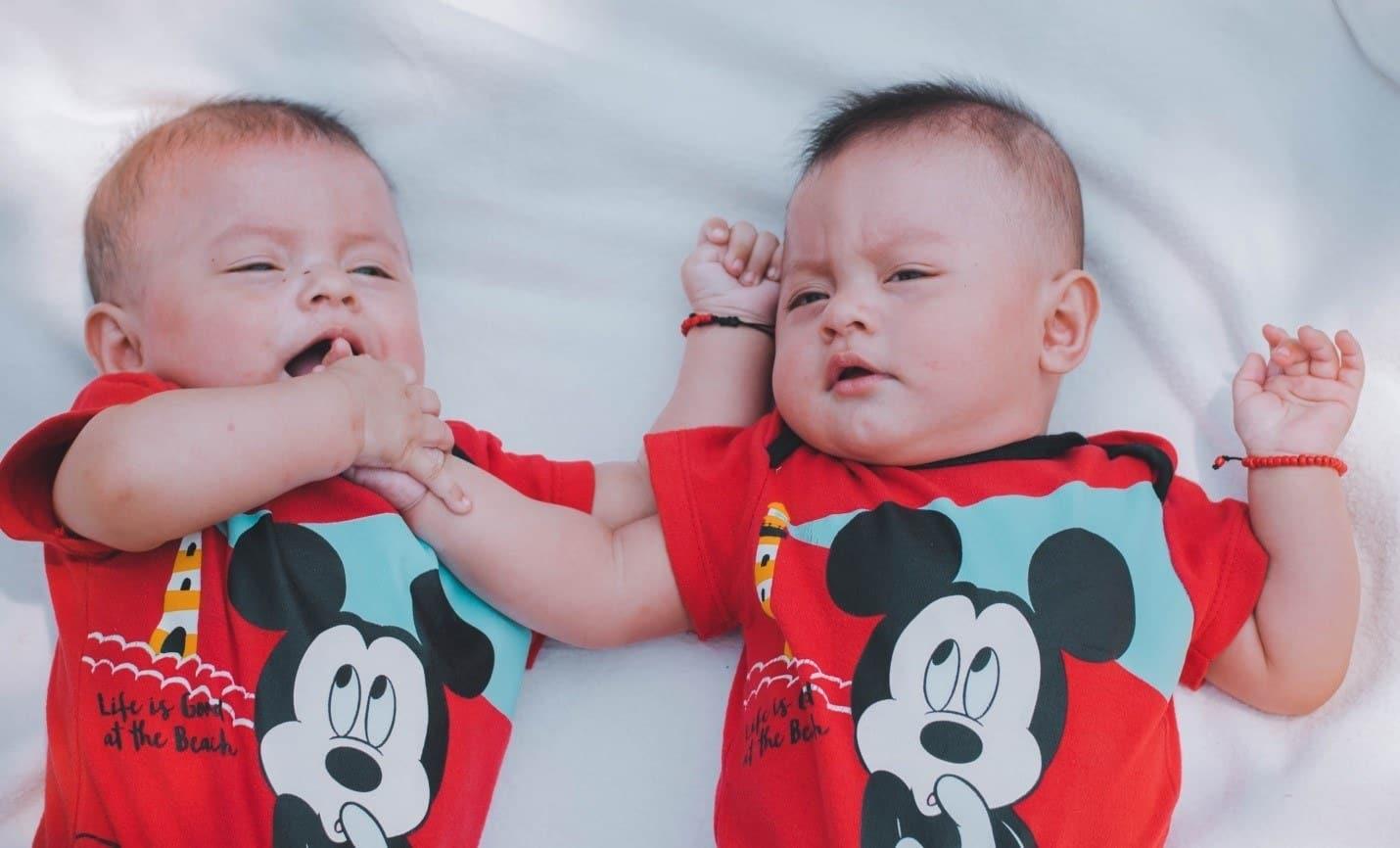 can twins share a crib